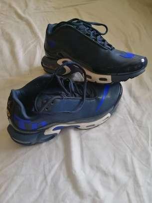 Unisex sneakers image 1