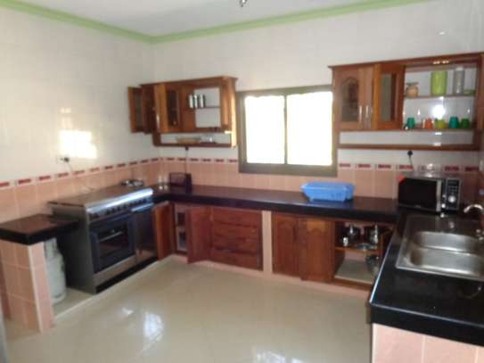 4 br fully furnished house with swimming pool for rent in Nyali. ID1529 image 15