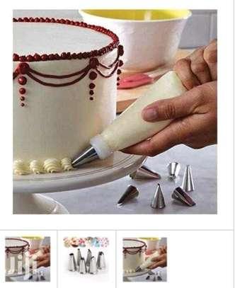 Cake decorator with nozzle image 1