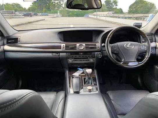 Lexus LS 4.6 V8 image 6