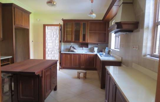 5 bedroom house for rent in Thigiri image 11