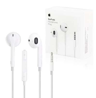 Apple Earpods With 3.5mm Headphone Plug image 5