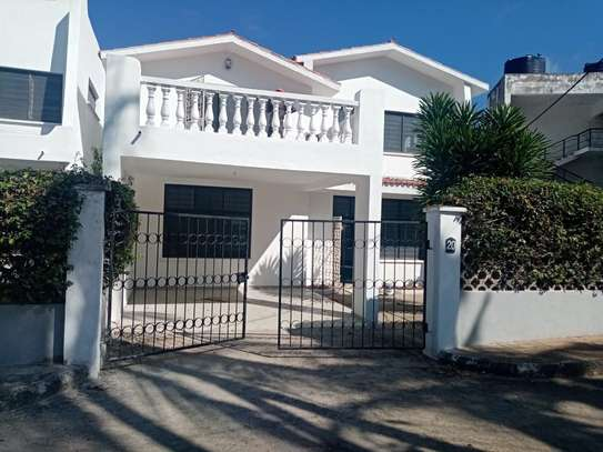 4br house for rent in Nyali Mombasa. HR33 image 1
