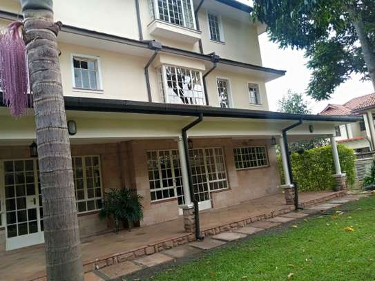 5 bedroom house for rent in Lavington image 10