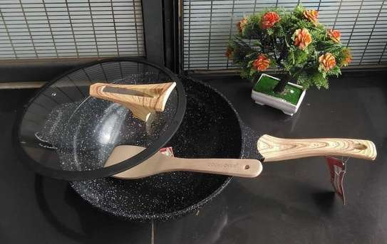 A granite wok (deep frying pan)