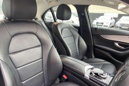 Mercedes-Benz C200 image 2