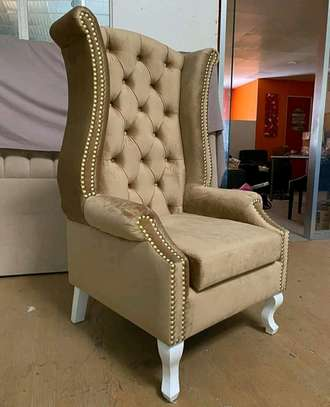 Accent chair image 1