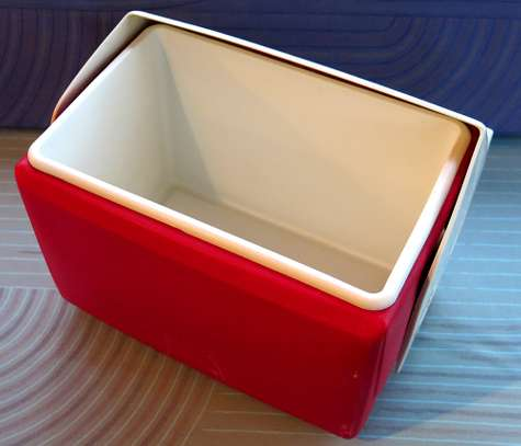 BRAND NAME IGLOO PLAYMATE ELITE 16 Qt. ICE CHEST / RED BODY WITH WHITE LID MADE IN THE USA image 3