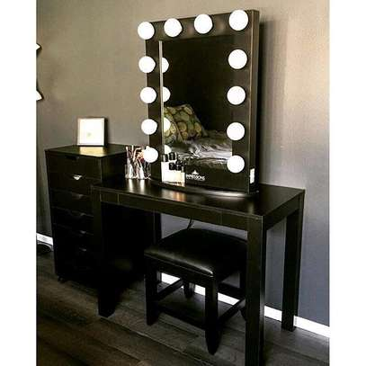 Dressing table with mirrors/vanity dressers