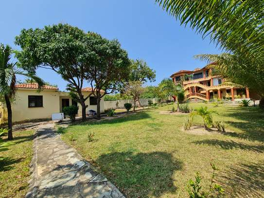 4 bedroom house for rent in Nyali Area image 5