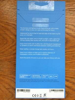 Kindle Paperwhite E-reader: Waterproof image 2