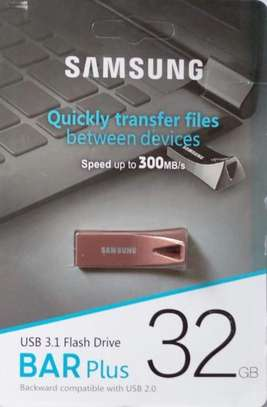Flash Disk -32GB Samsung With Free Otg Adapter image 1