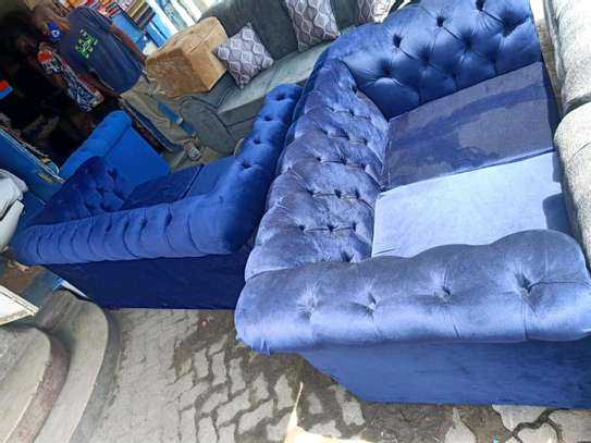 Five seater Chesterfield sofa image 3
