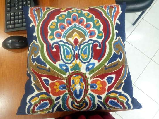 Throw pillows image 3