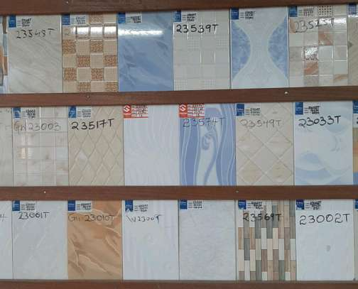 Wall tiles size 200 by 300mm( covers 1.50m²) image 4