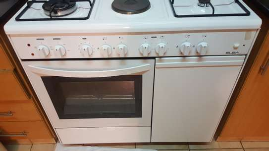 Oven big size with 4gas 2electric burners image 3