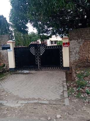 4br house for rent in Nyali Beach Road. image 11