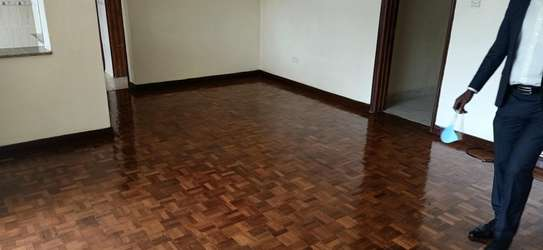 3 bedroom Apartment with DSQ to Let image 4