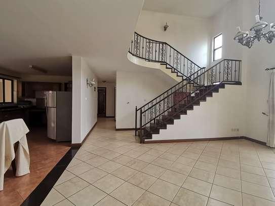 Excellent 4 bedroom duplex apartment all ensuite with dsq image 2