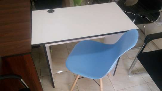 0.9 M office desk image 1
