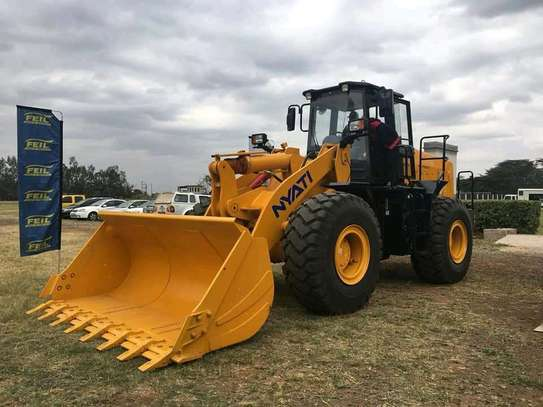 Wheel loader machine. image 1