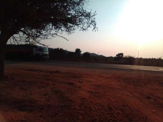 1 acre prime land located in voi Canaan area along Mombasa road image 2