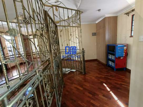 4 bedroom house for rent in Gigiri image 10