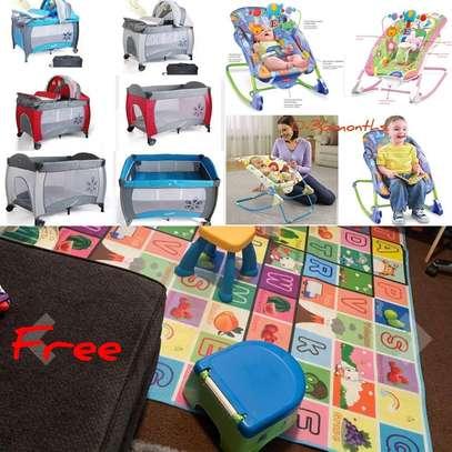 baby/newborn essentials/playpen/Rocker/Free Playmat image 1