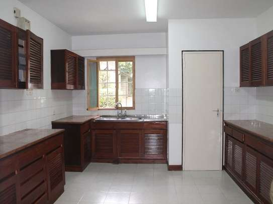 4 bedroom townhouse for rent in Muthaiga Area image 4