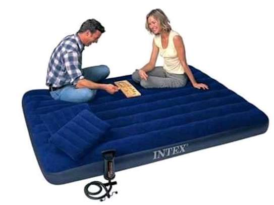 Intex inflatable mattress 6by 6 image 1