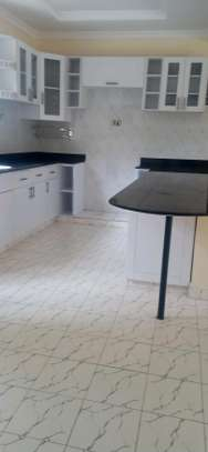2 bedroom house to let image 3