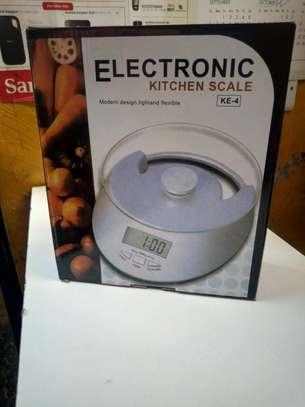 Electronic kitchen scale image 2