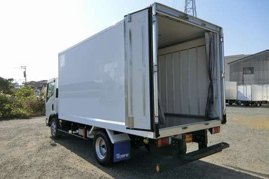 Isuzu ELF Truck image 14