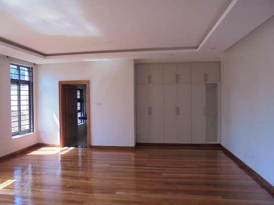 6 bedroom house for rent in Runda image 13