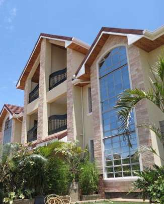 5 bedrooms executive townhouse to let image 1