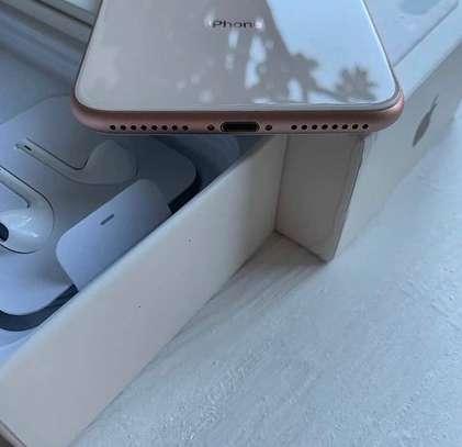Iphone 8 plus *Gold* *256gb* image 3