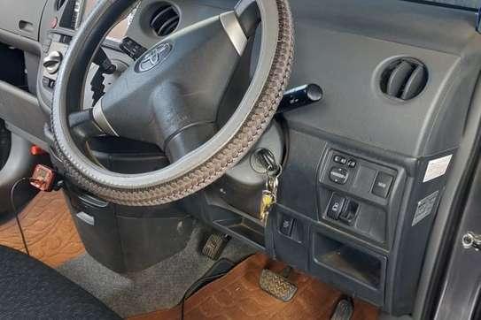 Toyota Sienta image 3