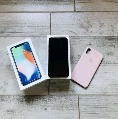Apple IPhone x 256 Gigabytes Silver And Airpods image 2