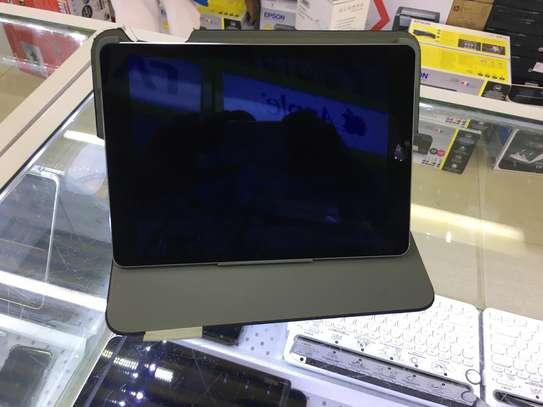 Ipad air 2 WiFi 128gb version 14.3 @ 36000 image 3
