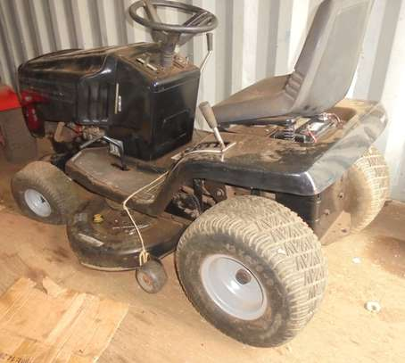 MURRAY Rear-Engine Riding Lawn Mower image 5