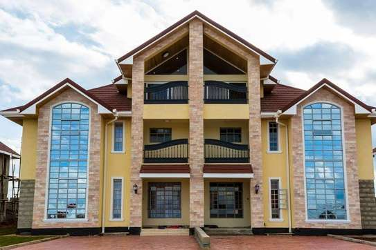 5 bedrooms executive townhouse to let image 11
