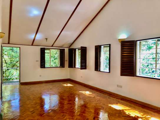 2 bedroom house for rent in Lavington image 5