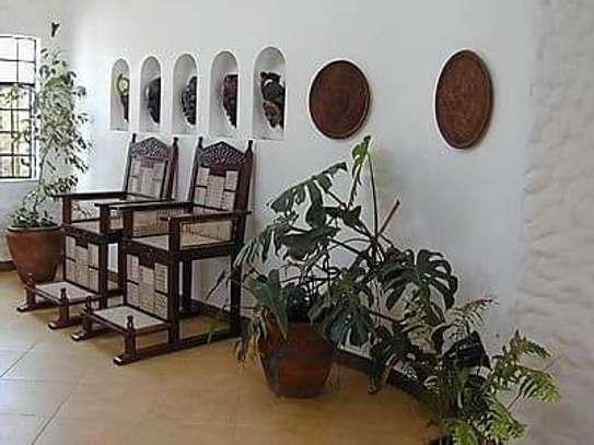 2 bedroom  fully furnished cottages for rent image 4