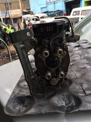 ZD30 Injector pump for Nissan Caravan E25 image 2