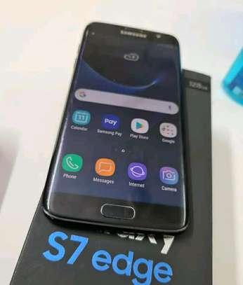 Samsung Galaxy S7 Edge 128 Gigabytes image 3