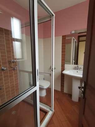 Excellent 4 bedroom duplex apartment all ensuite with dsq image 11