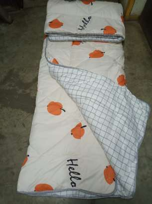 binded duvet with 1bedsheet and 2 pillow cases 6feet by 6 feet image 5
