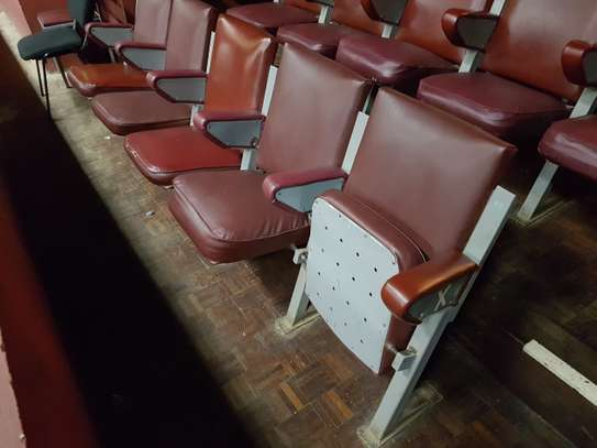 375 Folding Theatre Seats/Chairs image 1