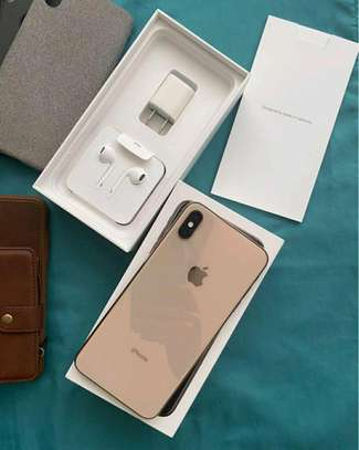 Apple Iphone xs max 512 Gigabytes Gold & Airpods image 1
