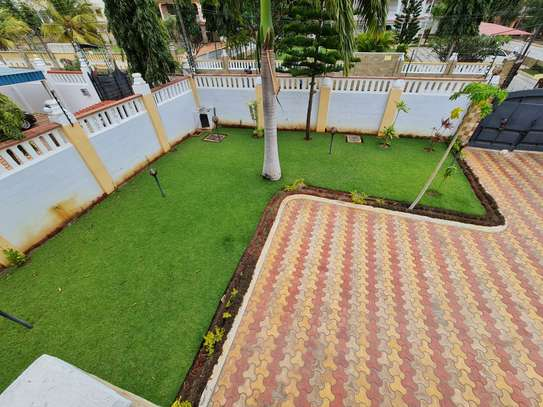 4 bedroom house for rent in Nyali Area image 3